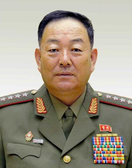 """Bo truong Quoc phong Trieu Tien bi xu ban vi """"ngu gat""""?"""