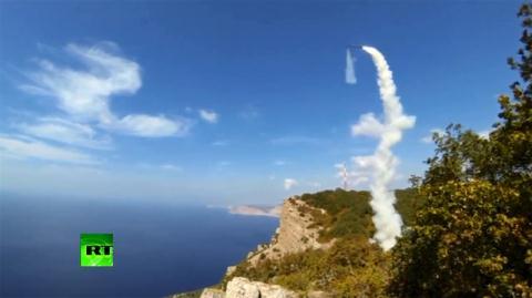 Tổ hợp tên lửa Bastion-P khai hỏa trong tập trận.