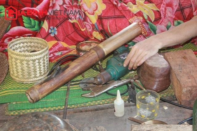 Dụng cụ làm việc hàng ngày của ông Lô Văn Yên