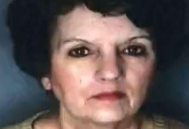 Bà Mary Kersting bị bắt vì giữ thi thể mẹ thối rữa trong nhà để lấy tiền trợ cấp.