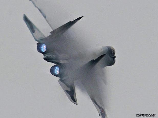 Chúng tôi bay cùng với Sukhoi một chọi một, trong điều kiện nhìn thấy nhau, thực hiện một số lượng lớn các nhiệm vụ. Đúng như mong đợi, những chiếc máy bay mới của họ thể hiện một cách tuyệt vời, vượt trội hơn hẳn so với máy bay của chúng tôi.