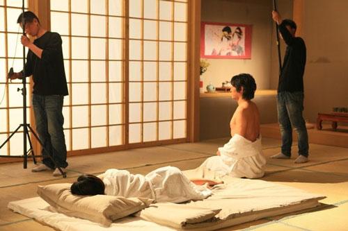 Cả nam và nữ diễn viên đều phải giữ khoảng cách với nhau sau khi phim kết thúc.