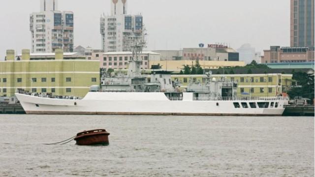 Hình ảnh do tạp chí IHS Janes công bố cho thấy Trung Quốc đang hoán cải một khinh hạm thành tàu hải cảnh.