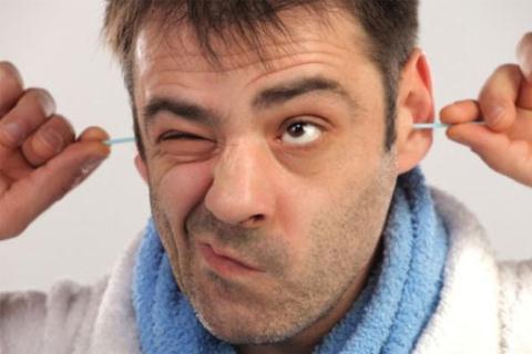 Thói quen ngoáy tai thường xuyên mang lại nhiều tác hại