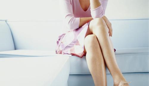 Tổn hại sức khỏe khi ngồi vắt chéo chân