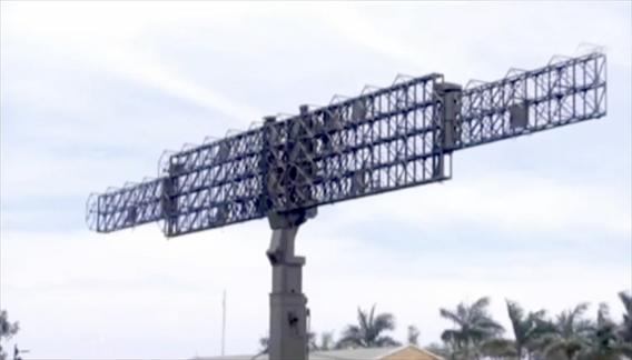 Sự chủ động về công nghệ của RV-02 còn được thể hiện trong các thiết kế tối ưu về thân, bệ, cột.  Chiều cao của giàn anten RV-02 là 11m tính từ mặt đất, độ cao này đảm bảo cho hệ thống có thể bám bắt tốt nhất các mục tiêu trên không trong phạm vi hàng trăm km.  Tuy nhiên, với tốc độ quay 6 vòng/phút, hệ thống thân, bệ của radar được thiết kế với những tiêu chí đặc biệt.