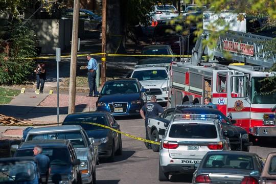 Hiện trường vụ xả súng ở trung tâm buôn bán, 4 người chết. Ảnh: AP