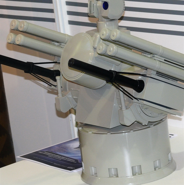 Qua hình ảnh được công bố thì Pantsir-M tích hợp radar và tổ hợp trinh sát quang - điện tử ngay trên tháp pháo. Số tên lửa có thể rút xuống chỉ còn 8 (4 mỗi bên) thay vì 12 như trên biến thể mặt đất. Hiện nay, Pantsir-M vẫn đang trong quá trình thử nghiệm và theo kế hoạch, Hải quân Nga sẽ nhận hệ thống pháo - tên lửa phòng thủ tầm gần Pantsir-M sớm nhất vào năm 2016.