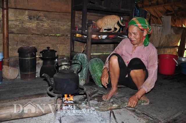 Khi bí chín, bà con dân tộc Mường lại thu hoạch đem để gần bếp, nhằm giúp cho bí bảo quản được lâu, vừa dùng làm thức ăn hàng ngày và làm giống cho vụ sau.
