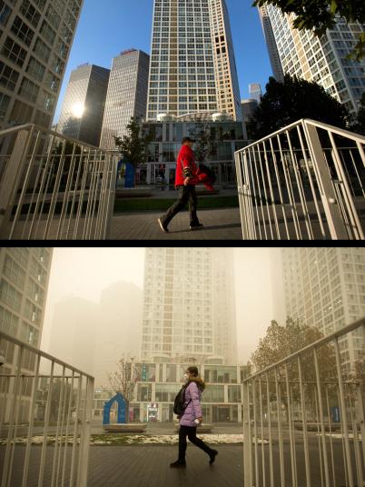 Ảnh được chụp ngày 1/11/2015 (trên) và ảnh chụp ngày 1/12/2015. Người đi đường cùng đi qua khu phức hợp mua sắm và văn phòng ở Bắc Kinh nhưng ở hai thời điểm mức độ ô nhiễm không khí khác nhau.