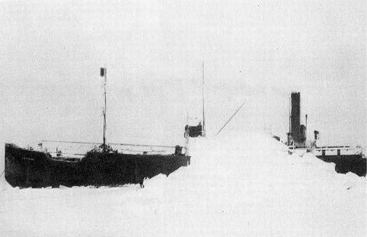 Baychimo là một con tàu khá nổi tiếng, bị mắc kẹt trong băng vào năm 1931. 40 năm sau, nhiều thủy thủ báo cáo đã nhìn thấy con tàu này trôi dạt ở vùng biển Bắc Cực. Lần cuối cùng Baychimo xuất hiện là vào năm 1969 khi bị mắc kẹt trong băng ở bờ biển Alaska. (Ảnh: Internet)