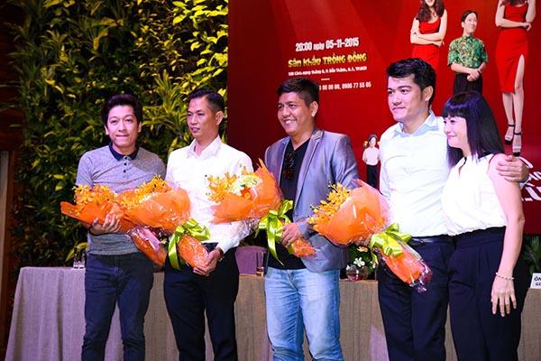 Trong cuối buổi giao lưu, Trường Giang gửi lời cảm ơn doanh nhân Tô Ngọc Vũ - người đồng hành, tài trợ cho anh trong dự án Chàng hề xứ Quảng sẽ được tổ chức vào đầu tháng 11/2015.
