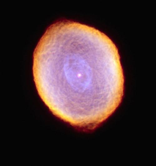 Tinh vân hành tinh IC 418 sáng rực rỡ như một viên ngọc đa diện