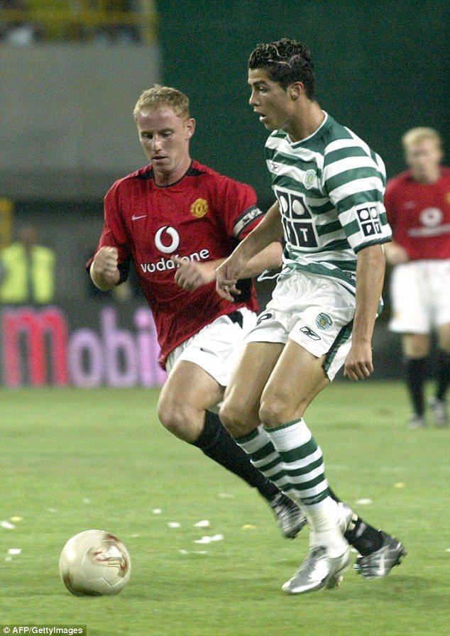 Ronaldo trong màu áo Sporting Lisbon