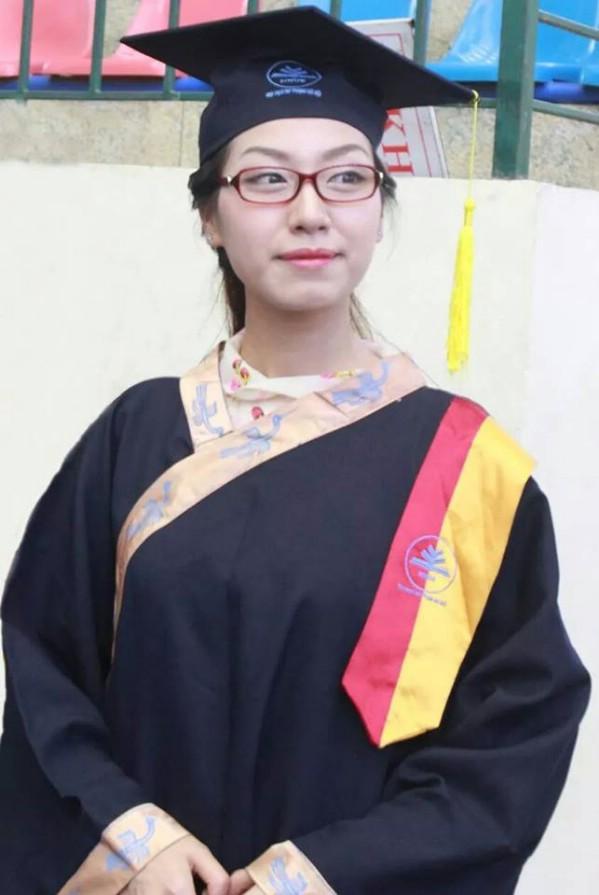 Đỗ Thanh Hương tốt nghiệp thủ khoa Khoa giáo dục Tiểu học ĐH Sư phạm năm 2014 với tấm bằng giỏi với điểm tổng kết 8.62/10.0 (quy đổi 3.53/4.0) và được nhận vào trường Marie Curie giảng dạy.