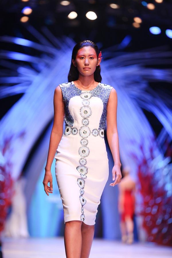 Top 5 Hoa hậu Hoàn vũ Việt Nam 2015 Ngô Trúc Linh.
