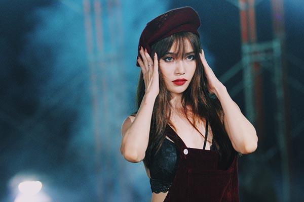 Sỹ Thanh vừa chính thức ra mắt MV Dont Want You sau 1 thời gian dài cô và ê kíp ấp ủ thực hiện.