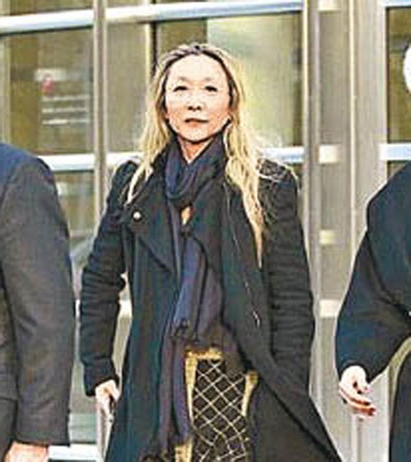 Phải mất một số tiền rất lớn, Dương Hồng mới được tại ngoại sau khi bị buộc tội lừa đảo.