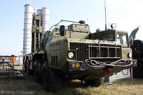 """Hệ thống khung thân và động lực của xe MAZ-7910 được sử dụng cho xe mang phóng tự hành 5P85SM-2 của Hệ thống TLPK S-300PM2/PMU2 """"Favorit"""". Ảnh: Vitaly V. Kuzmin."""