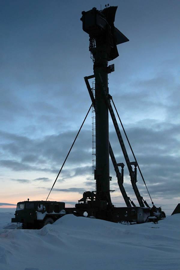 Radar bắt mục tiêu bay thấp 5N66 Clam Shell 40V6M của hệ thống S-300PM.