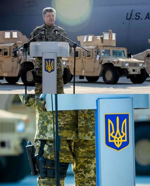 Khẩu súng lục được Tổng thống Ukraine Petro Poroshenko dắt ở đùi phải hôm 25/3, khi ông ra sân bay nhận 10 xe Humvee của Mỹ. Ảnh: THX.