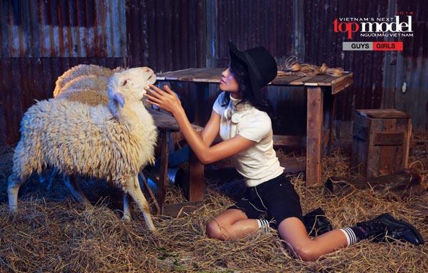Dù ở bất cứ hình ảnh nào, chân dài gốc Quảng Ninh cũng cố gắng, nỗ lực để vượt qua mọi thử thách.