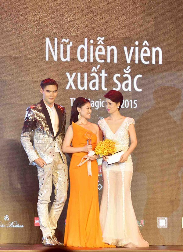 Ngọc Thanh Tâm cũng bất ngờ được xướng tên trong giải thưởng Nữ diễn viên xuất sắc nhất sau thành công vai nữ chính phim Hiệp sĩ mù.
