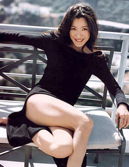 Không chỉ chinh phục khán giả ở Hồng Kông, cựu hoa hậu Malaysia còn tung hoành ngang dọc trong các bom tấn Hollywood như 007: Tomorrow Never Dies hay Xác ướp Ai Cập 3.