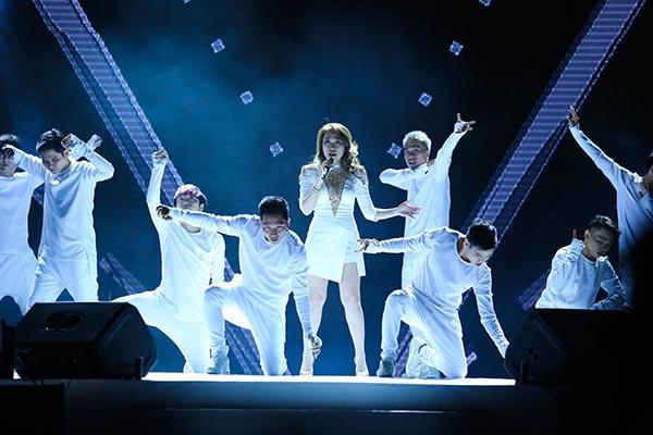 Mỹ tâm đảm nhận vị trí hát kết của show.