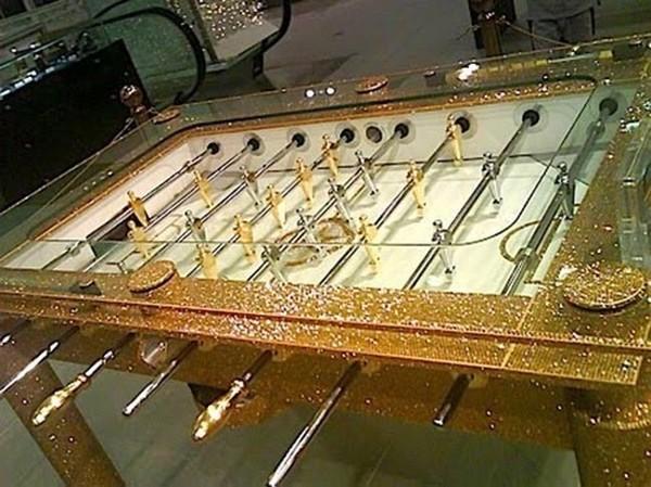 Đồ dùng dát vàng của các đại gia Dubai.