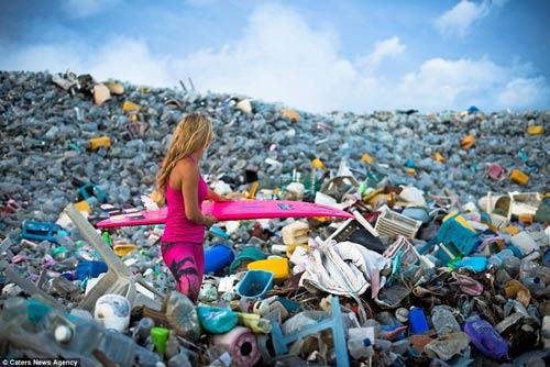 """Rác thải ở Thilafushi đã gây ô nhiễm trầm trọng đối với hệ sinh thái và sức khỏe của con người. Phong trào Bluepeace đã gọi hòn đảo này là """"một quả bom độc hại""""."""