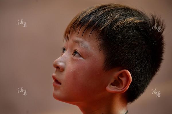 Dù buổi tập vẫn chưa kết thúc nhưng những giọt mồ hôi đã lăn dài trên gương mặt các học viên.