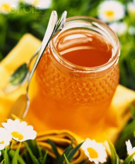 Trong mật ong có một lượng đường khá lớn nên nó có tính hút nước.