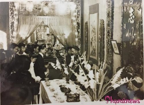 Cô dâu chú rể đều xuất thân danh gia vọng tộc, nên đám cưới được trang hoàng rất lộng lẫy, mang phong cách quyền quý.