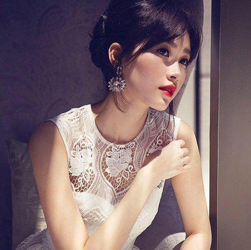 Vẻ đẹp dịu dàng, mong manh và trong sáng của Đặng Thu Thảo luôn thu hút người đối diện.