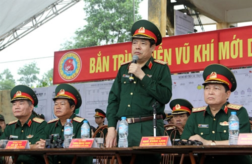 Đại tướng Phùng Quang Thanh phát biểu chúc mừng, động viên và giao nhiệm vụ cho Tổng cục CNQP.