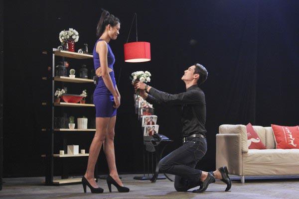 Dù thường xuyên bị tâm lý khi phải ghép đôi với thí sinh mình không thích, song khi làm việc chung, Nguyễn Oanh lại chứng tỏ sự chuyên nghiệp khi bỏ qua mọi cảm xúc cá nhân.