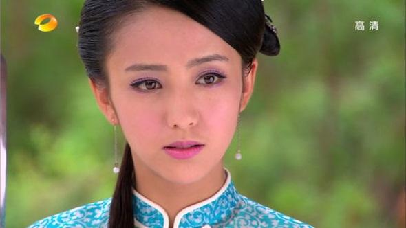 Niên Tố Ngôn (Đồng Lệ Á) si tình trong bộ phim truyền hình Cung tỏa tâm ngọc.