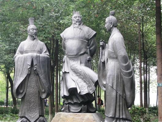 """""""Lạc Thần"""" Chân Lạc từng gây sóng gió giữa 3 cha con, anh em Tào Tháo trong nhiều năm."""