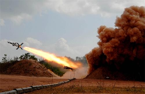Bộ đội tên lửa Sư đoàn 361 (Quân chủng PK-KQ) thực hành bắn đạn thật. Ảnh: MInh Trường