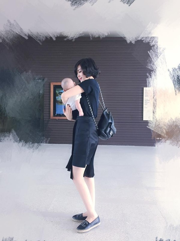 Đây là bức ảnh đầu tiên của con trai Tâm Tít được đăng lên Facebook.