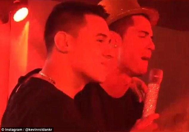 Kevin Roldan hát cùng Cris Ronaldo