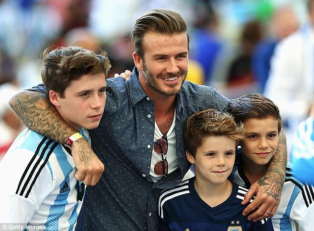 Becks rất tự hào khi 3 cậu con trai đều thích đá bóng
