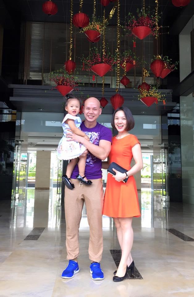 Phan Đinh Tùng và Thái Ngọc Bích sinh được 1 bé gái xinh xắn, đáng yêu.