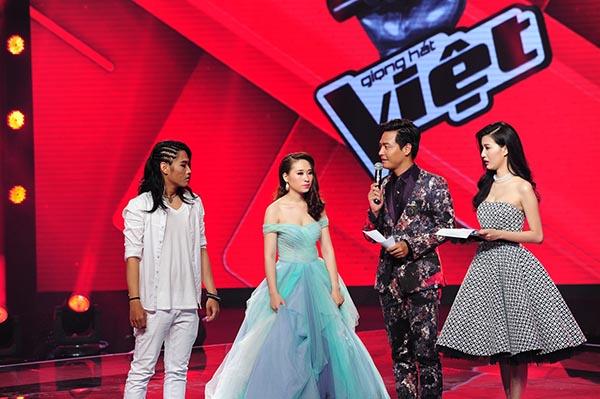 Khoảnh khắc Linh Sunny dẫn dắt trên sân khấu lớn liveshow 1 The Voice 2015