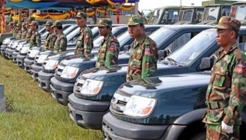 Đại diện quân đội Campuchia cho biết, họ sẽ sử dụng vũ khí khí tài Trung Quốc cho tặng vào mục đích huấn luyện, bao gồm cả hệ thống phụ tùng và xe tải gắn bệ phóng tên lửa. Buổi lễ bàn giao được diễn ra tại Học viện Quân sự Campuchia, tỉnh Kompong Speu.