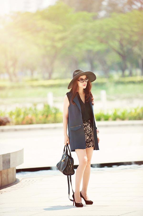 Trương Ngọc Ánh cho biết, dù kịch bản được viết đo ni đóng giày cho cô, nhưng vì muốn chuyên tâm vào công việc sản xuất nên cô quyết định tìm kiếm gương mặt nữ có thể đam nhận vai nữ chính.