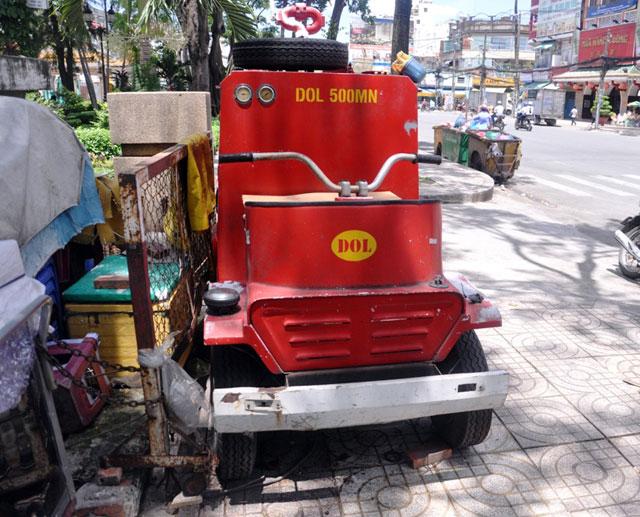 """anh: xe chua chay mini thanh """"dong sat"""" tren via he tphcm - 2"""