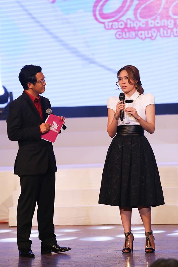 Ở phần đầu tiên, Mỹ Tâm xuất hiện cùng MC Phước Lập để chia sẻ mục đính của chương trình và tiết lộ một vài trường hợp đặc biệt cô quyết định tặng học bổng trong đợt này.