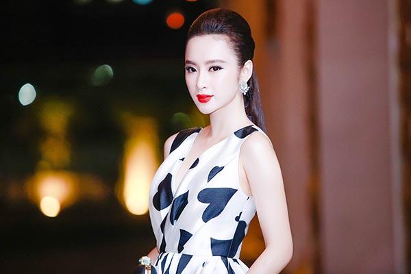 Tối 14/10, hơn 100 nghệ sĩ nổi tiếng ở làng giải trí đã hội ngộ trong sự kiện khai mạc Tuần lễ thời trang quốc tế Việt Nam và giới thiệu BST mới của NTK Phương My được tổ chức ở TP. HCM.